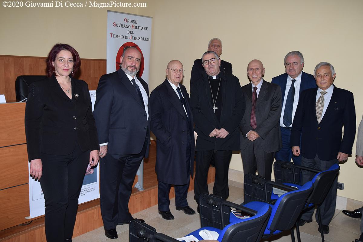 """Gaeta – Presentazione del Libro """"Il salvadanaio"""" del Sen. Riccardo Pedrizzi – Photogallery – Video"""