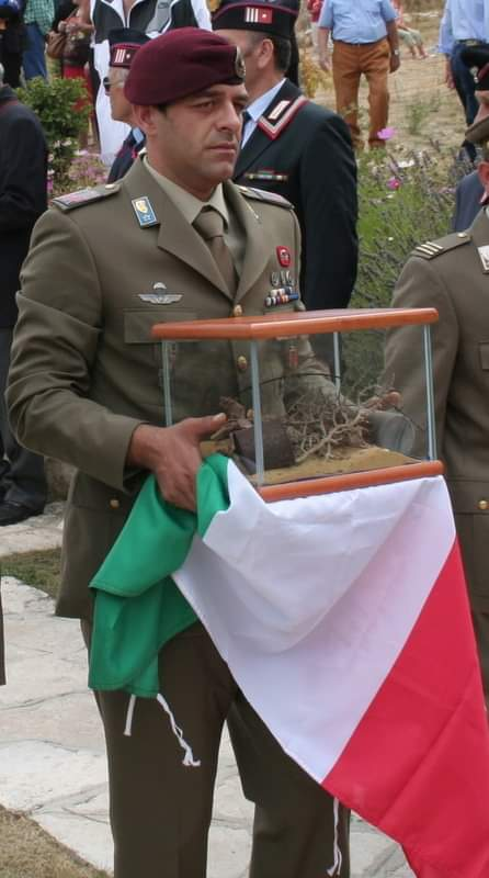 Un parà porta le reliquie di San Maurizio con scorta dell'OSMTJ