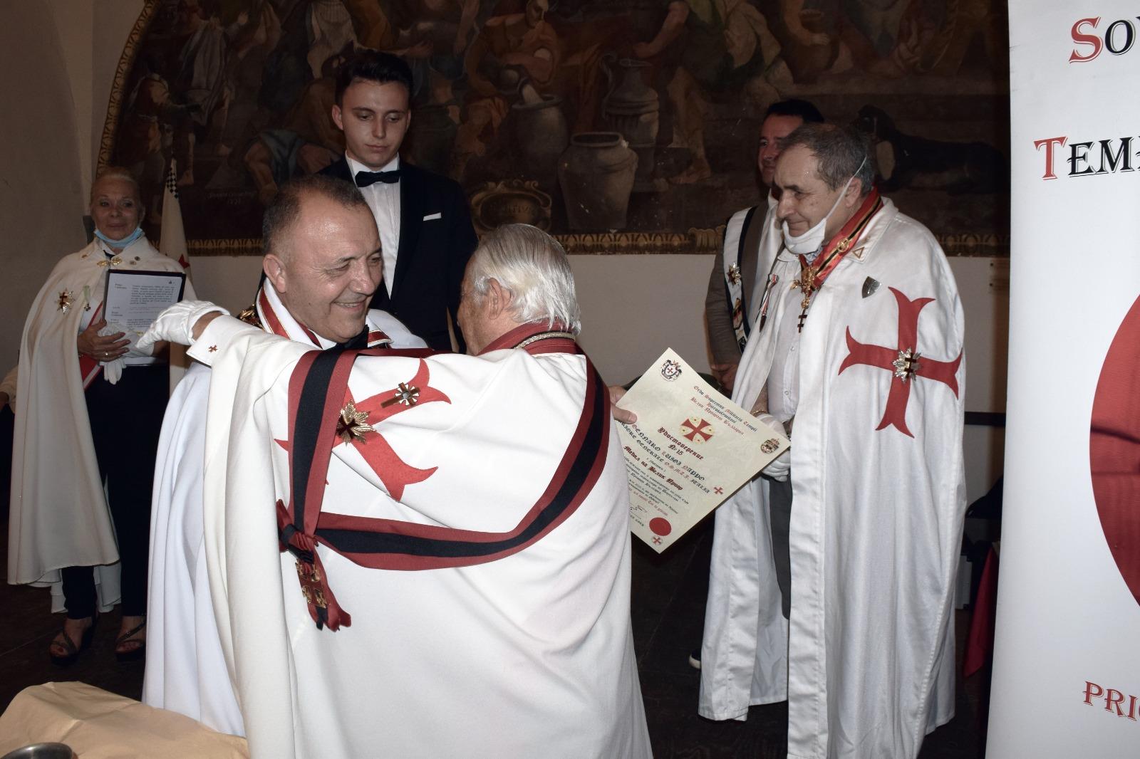 Somma Vesuviana (NA) – Scambio di doni tra il Maestro Generale dell'OSMTJ ed il Priore di Bulgaria OSMTH