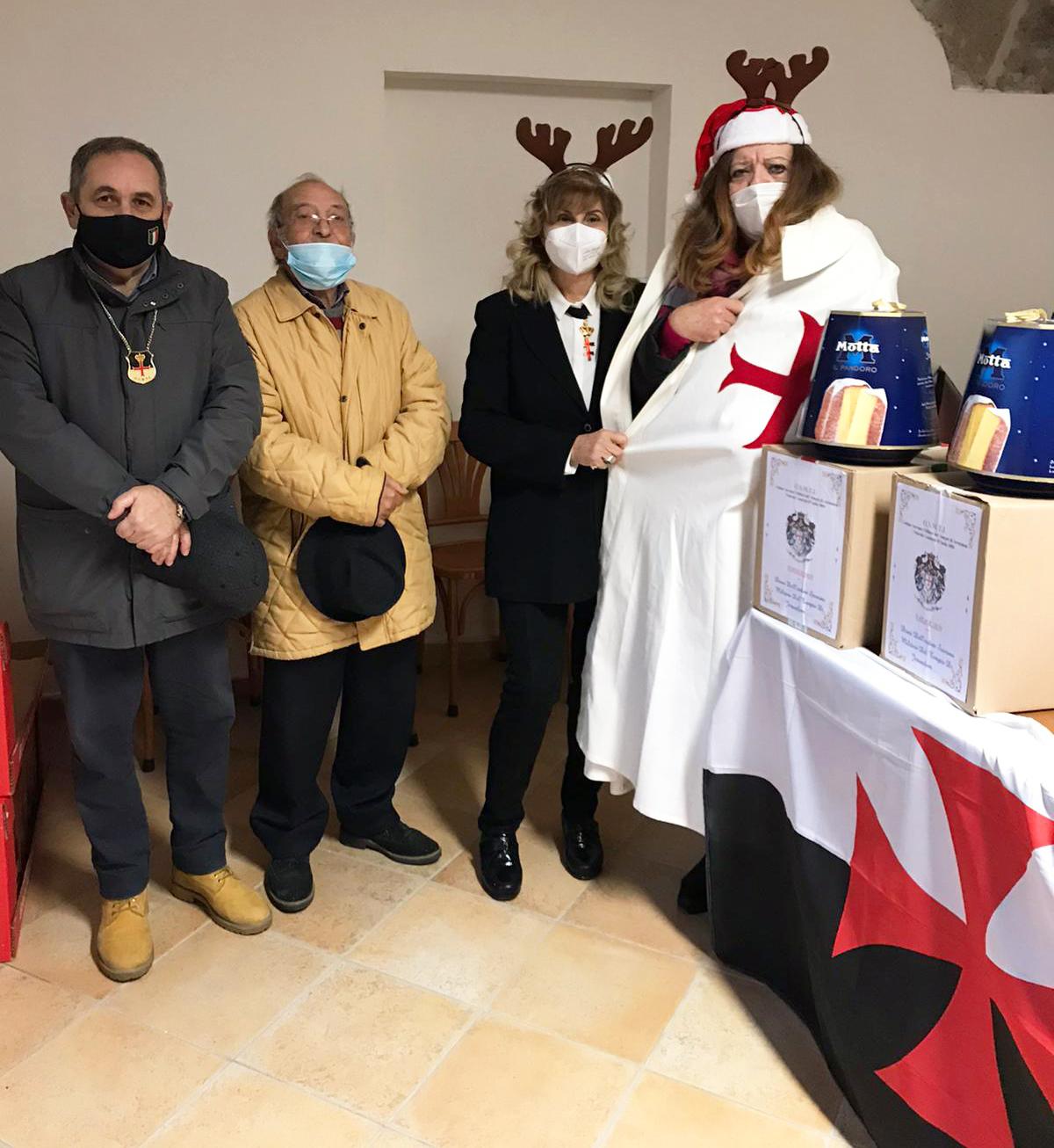 Aversa (CE) I Templari consegnano i doni ai bisognosi nella Parrocchia di Santa Maria di Costantinopoli